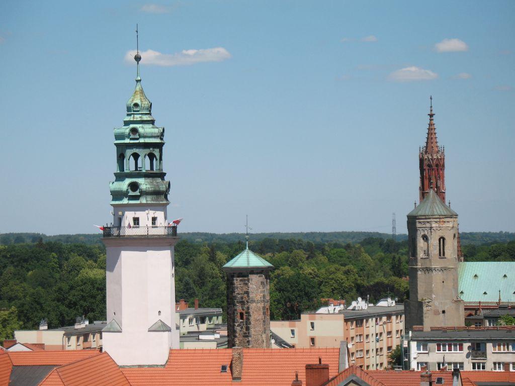 Widok z wieży Brackiej na inne wieże Lubania: Ratuszową, Kramarską, Trynitarską i kościoła Św. Trójcy.