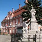Rynek w Nowogrodźcu.